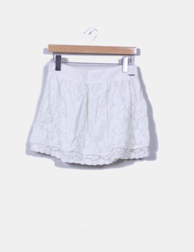 Falda mini blanca crochet Stradivarius