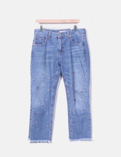 Jeans mom fit con pedrería