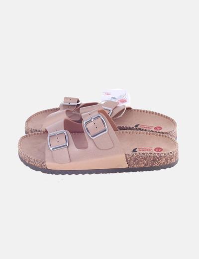 Sandalia plana rosada