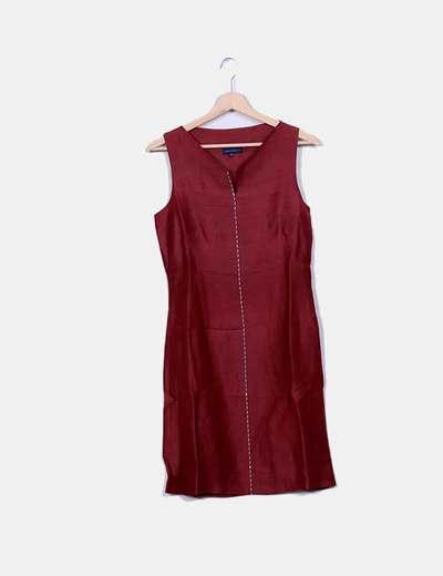 Detalhes metálicos de vestido de linho vermelho Adolfo Dominguez