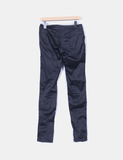 Pantalon pitillo satinado negro