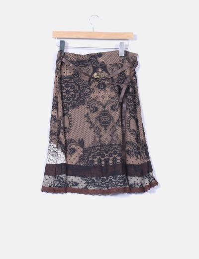Falda estampada marron con cinturon