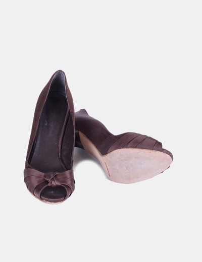 Zapato marron peep toe