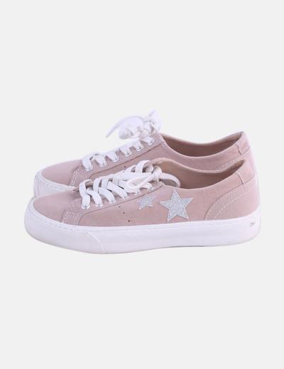 Zapatilla rosa de cordones detalle estrellas