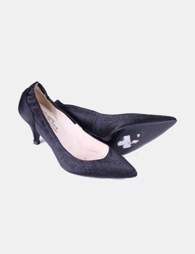Zapato de tacon negro con pedreria brillante