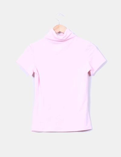 Top rosa de cuello vuelto y manga corta