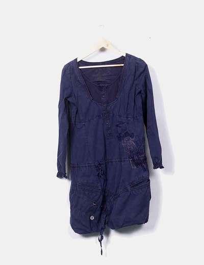 Vestido azul con bordados