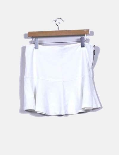 Falda blanco de volantes