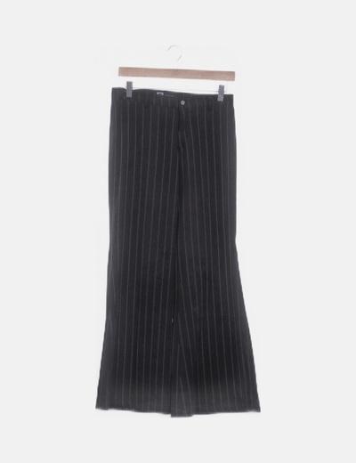 Pantalón negro con rayas recto