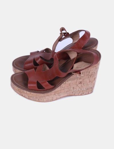 Sandalia marrón con cuña Bimba&Lola