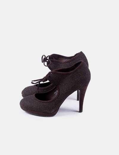 Zapato marrón de tacón