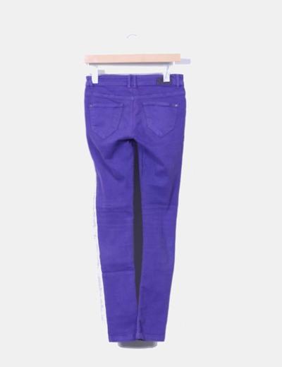 Pantalon pitillo morado