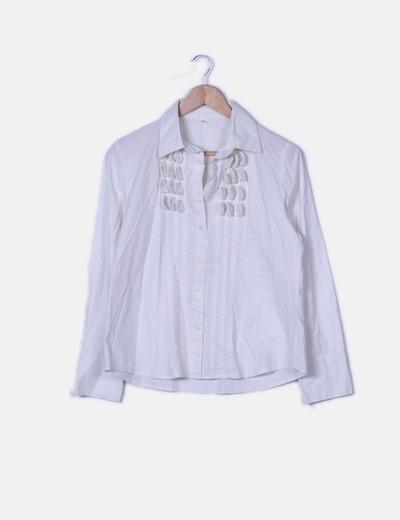 Camisa blanca con detalles