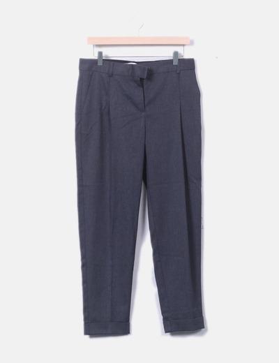 Pantalón chino gris oscuro dobladillo