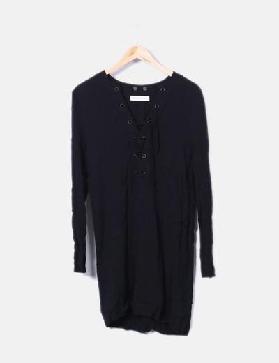 Vestido negro escote entrelazado