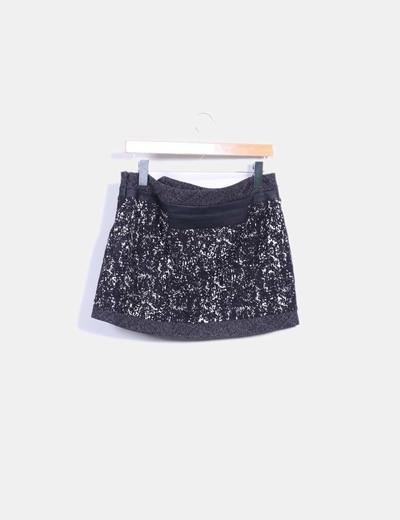 Mini falda acolchada blanco y negro