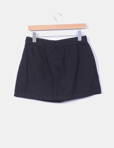 Mini falda negra con botones