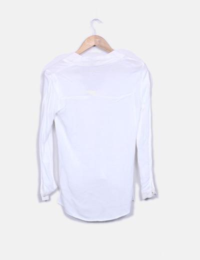 Blusa blanca escote en pico