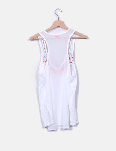 Camiseta blanca detalle bordado