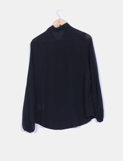 Blusa negra fluida con lazo