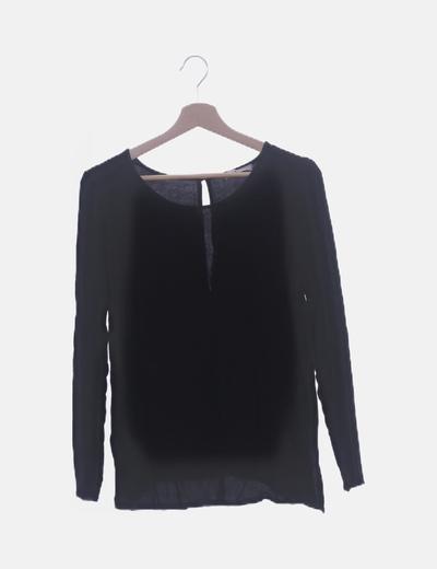 Blusa negra básica