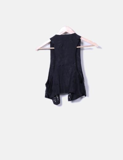 Chaleco negro con strass