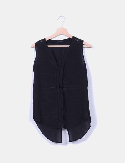 Blusa negra con tachas en hombros IKKS