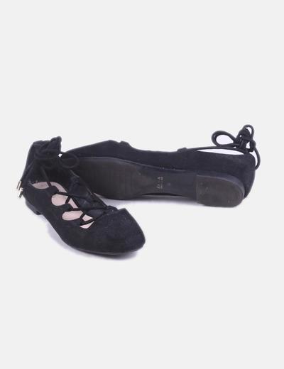 Zara Zapatos abotinados serraje negro troquelado con