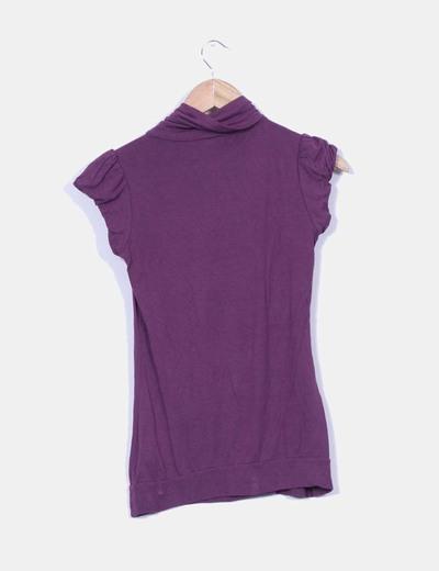 Camiseta cuello cisne morada