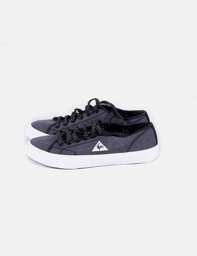 Chaussures grises de sport avec lacets noirs Le Coq Sportif