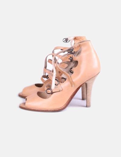 Zapato beige con hebillas peep toe Hazel