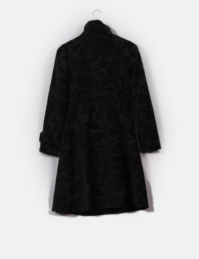 Abrigo print floral negro