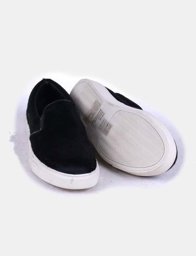 Zapato plano negro con pelo