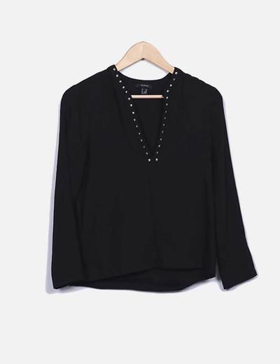 Blusa negra con tachas Suiteblanco