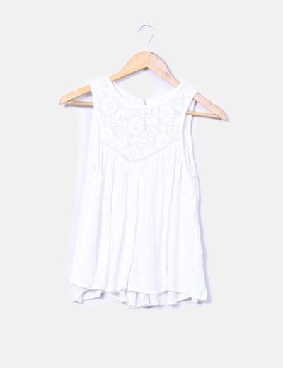Blusa blanca plisada con tirantes bordados Mango
