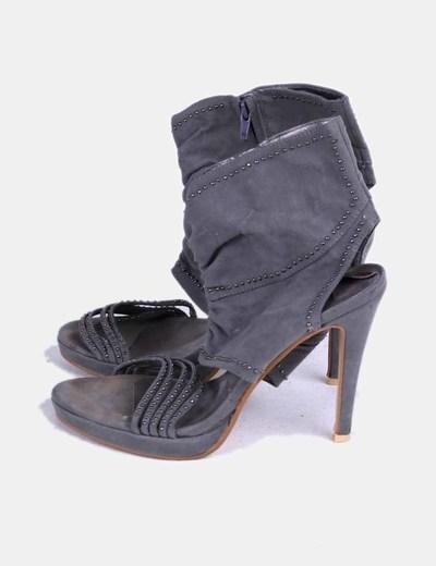 Sandalia de tacón gris de antelina NoName