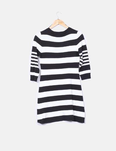 Vestido tricot de rayas blancas y negras