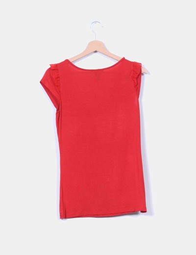 Camiseta roja combinada con tul