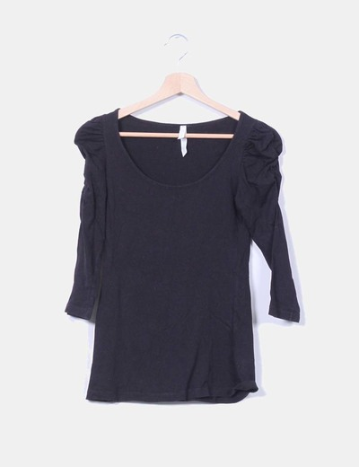 Camiseta básica negra manga abullonada  Stradivarius
