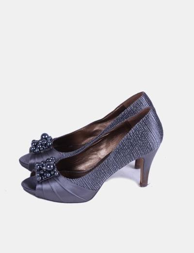 Zapato platado texturizado con bolas Eferri