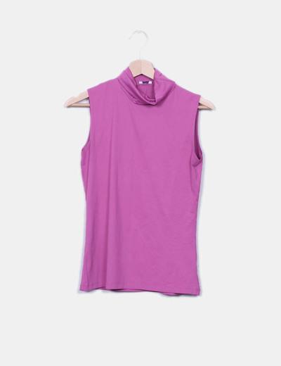 Camiseta rosa con cuello vuelto