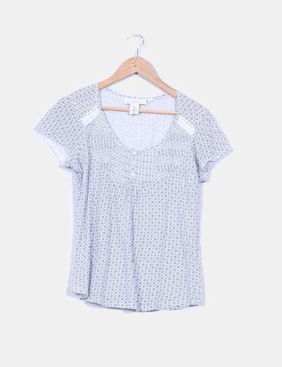 Camiseta blanca estada detalle tablas y crochet L.O.G.G.