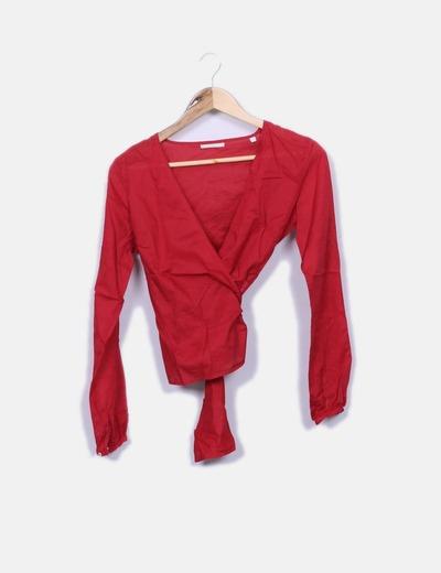 Blusa roja cruzada