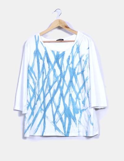 Top blanco con print azul brillantina