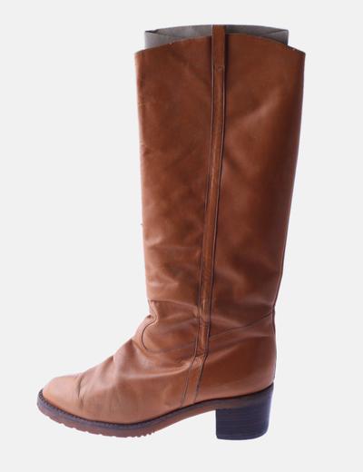 Bota alta marrón con tacón