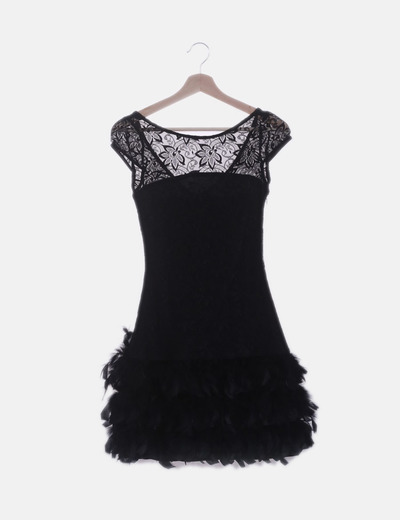 Vestido negro encaje con plumas