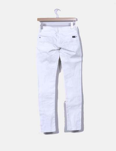 Jeans denim pitillo color crudo