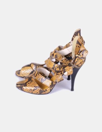 Sandalia de tacón amarilla animal print Zara