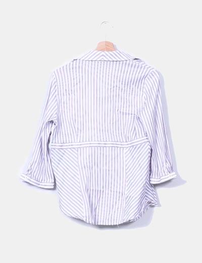 Camisa escote en pico a rayas moradas y blancas