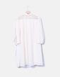 Camisa larga beige con crochet Sweewë